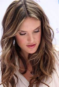 layered highlighted hair styles layered light brown hairstyles alessandra ambrosio hair