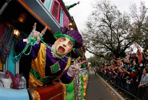 throwing at mardi gras new orleans from a z cus