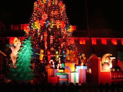 the 8 best christmas light displays in hawaii