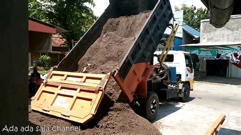Truck Pasir Sedang truk jomplangan gede memuat pasir ngloneng viyoutube