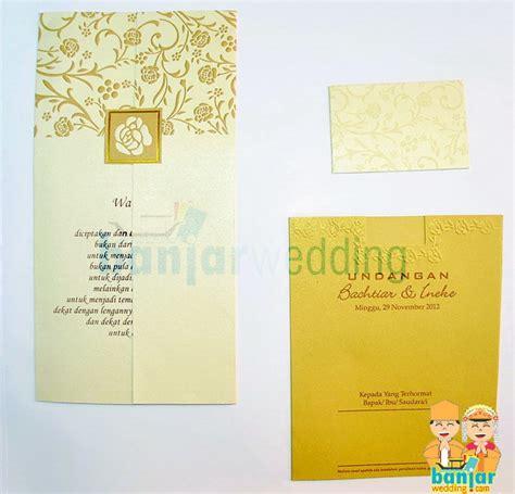 Kartu Undangan Pernikahan Soft Cover 1 Warna 22 undangan pernikahan ekslusif batik indonesia emas ebi 08e