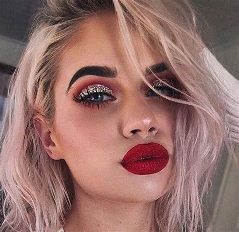 Diskon Eyeshadow Channel 05 rauhrer bold glam glitter cut crease cranberry smoky makeup