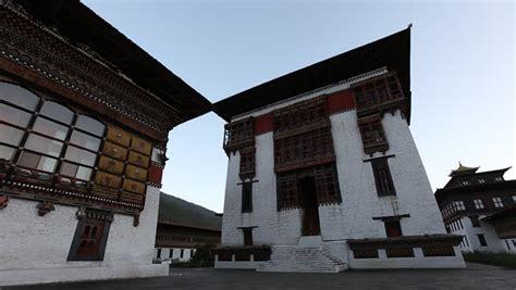 fortress bank tashichhoedzong tashicho dzong a buddhist monastery and