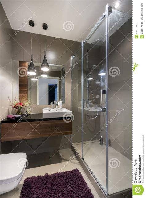 docce di lusso bagno di lusso moderno con la doccia immagine stock