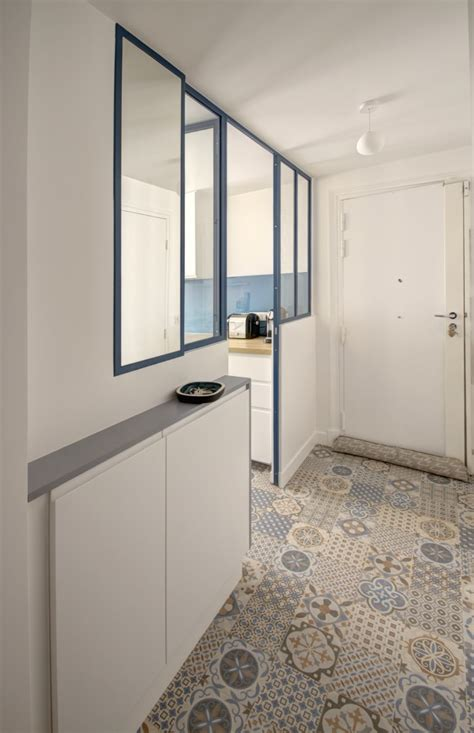 Supérieur Carrelage Bleu Salle De Bain #8: Agence-Avous-Renovation-Appartement-Republique-cuisine-entree-avec-verriere-carreau-de-ciment-saloni-job.jpg