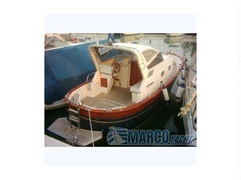 cabinato a motore usato aprea mare 8 cabinato in liguria barche a motore usate