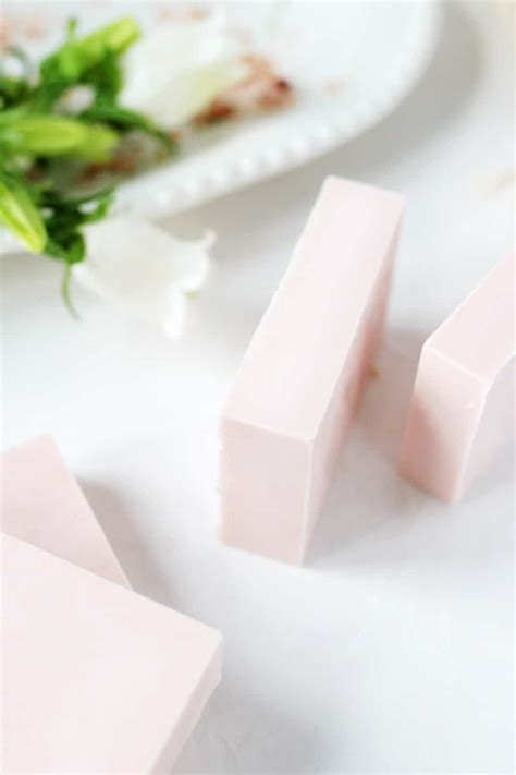 Lush Fresh Farmacy Soap Bar healing calamine soap for sensitive skin diy fresh