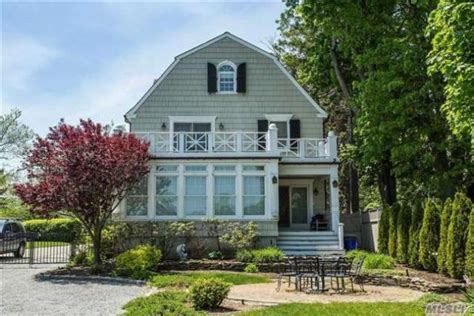 amityville horror house for sale the amityville horror house on the market for 850 000 zillow porchlight