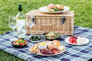 picnic inspired wedding ideas for absolute fun