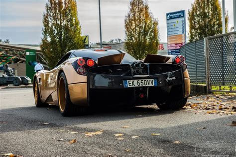 pagani huayra gold pagani huayra gold edition photo gallery ebeasts com