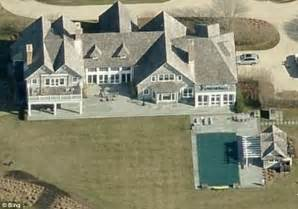 hillary clinton residence hillary clinton defends her 200 000 speaking fees to pay