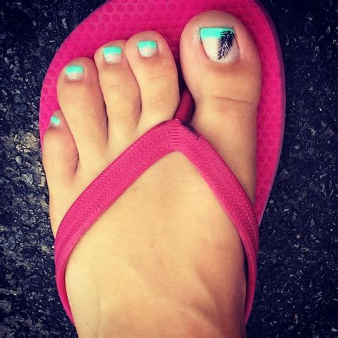 Stewart Gets Nails Toes Did by 1000 Ideas About Tip Pedicure On