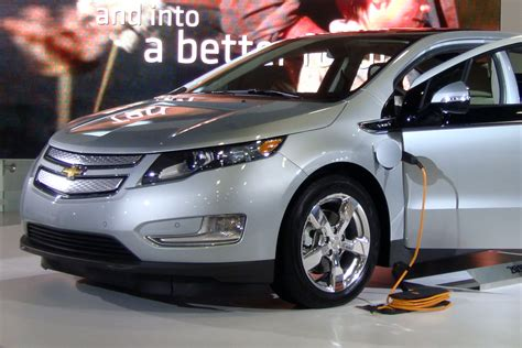chevy volt chargers file chevrolet volt charging was 2011 833 jpg wikimedia
