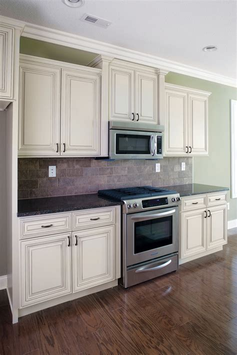 pictures of kitchen with white cabinets madison white heritage classic cabinets
