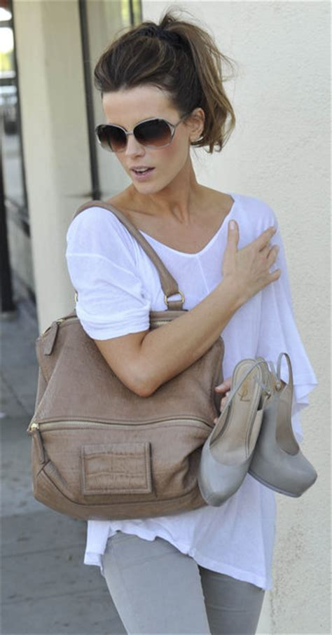Kate Beckinsdale With Valentino Historie Purse by Pandora S Box Unveiled On Pandora Givenchy