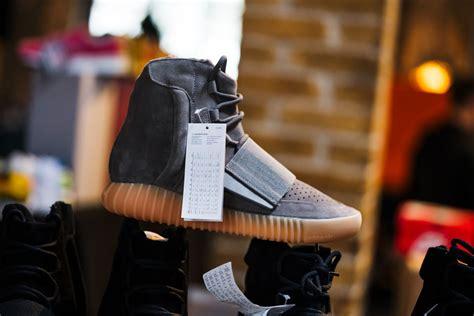 Harga Adidas Yeezy Boost 750 harga adidas originals yeezy 750 boost grey gum brbagi