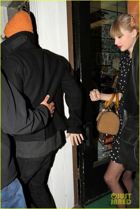 taylor swift tattoo harry styles taylor swift harry styles tattoo parlor twosome photo