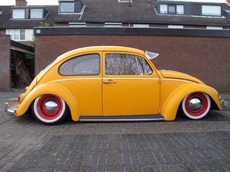 i m not much into vw bugs but this lowered bug is one