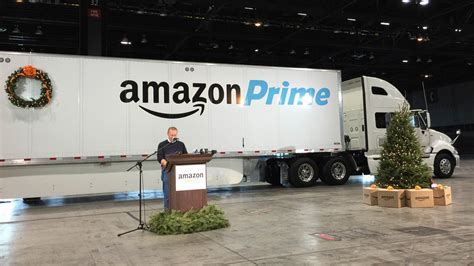 amazon delivery amazon adds new delivery tool its own truck trailers