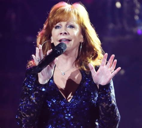 reba mcentire 2014 review classy reba wraps up the show