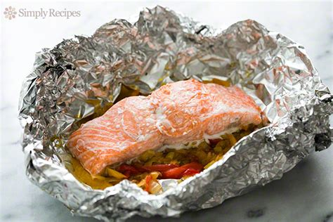 foil baked salmon with leeks and bell peppers recipe
