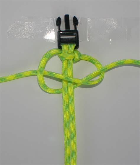 how to make a paracord bracelet with two colors how to make a paracord bracelet x cords