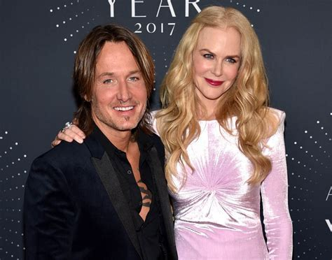 Nicole Kidman in pink velvet at CMT Artist Of The Year