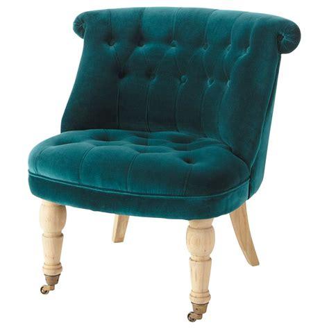 fauteuil bleu canard fauteuil capitonn 233 en velours bleu canard constantin maisons du monde