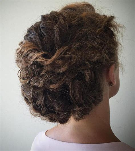 best haircut for recessed chin curly hair 20 cute hairstyles for naturally curly hair in 2018