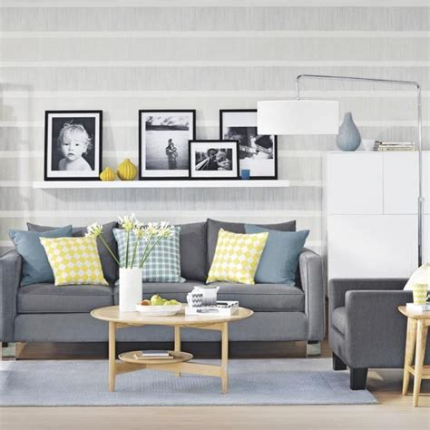Living Room Wallpaper Ideas Grey Grey Living Room With Graphic Stripe Wallpaper And Picture