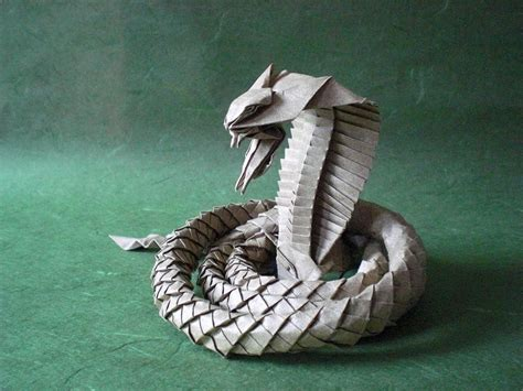 Snake Origami - i asped when i saw these origami snakes