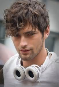 mens cuts wavy hair make look thinner 12 cool hairstyles for men with wavy hair