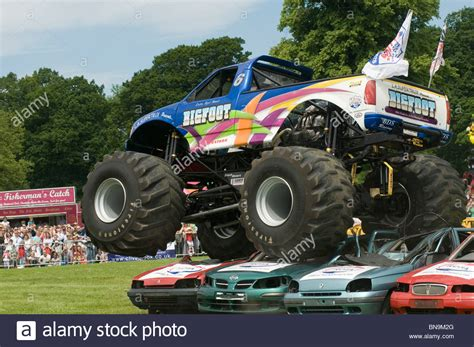 wheels bigfoot monster truck bigfoot monster truck trucks suv ford pickup pick up car