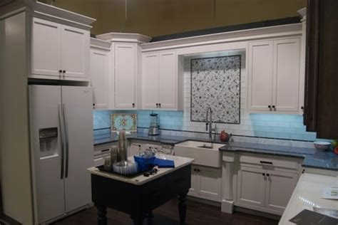 Kitchen And Bath Designers Cabinets Moulding That Goes To 9 Ft Ceiling