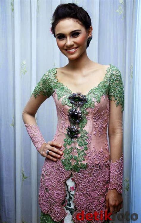 Kebaya Bali Modern Modifikasi Wisuda Wedding 07 30 model kebaya modern artis untuk pesta wedding