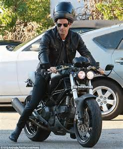 orlando bloom bonds with justin theroux over fast bikes at