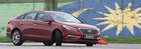 driven hyundai sonata lf 2 0 executive tested image 301534