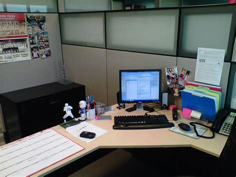 cubicle decor makeover1 jpg office cubicle birthday decorating ideas