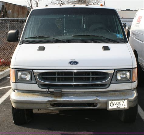 all car manuals free 2002 ford econoline e350 user handbook service manual replace headliner in a 2002 ford econoline e350 service manual how to remove