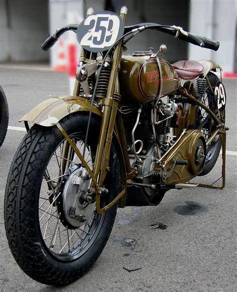 Motorrad Mit Beiwagen Zieht Beim Bremsen Nach by Motorrad