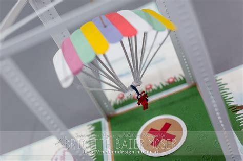 Explosionsbox mit Fallschirm, hergestellt von Brigitte
