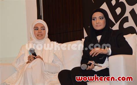 Krim Mata Dari Wardah foto dewi dan zaskia sungkar di peluncuran produk