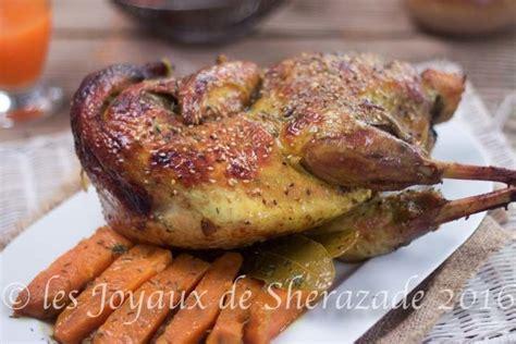 cuisiner une pintade au four recette de pintade au four en cocotte les joyaux de