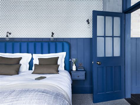 steal    bright blue bedroom   london loft remodelista