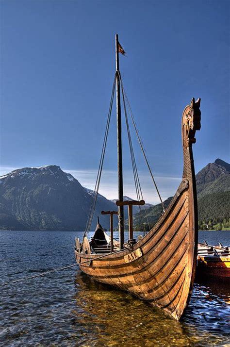 viking fire boat ヴァイキング船 のおすすめアイデア 25 件以上 pinterest バイキングドラゴン ヴァイキング船の