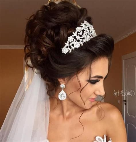 Wedding Hairstyles With Veil And Tiara by Best 25 Tiara Hairstyles Ideas On Wedding