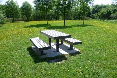 Bathtub Ideas For A Small Bathroom modern outdoor table bench moderni