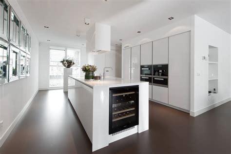 dichte corian welke kleur vloer bij witte hoogglans keuken gaspersz