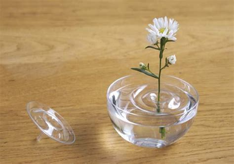 Floating Flowers In Vase by The Floating Vase Inspired By Ripples Gadgetsin