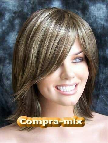 cabello corto con mechas y luces as lo usan las famosas las 25 mejores ideas sobre rayitos en cabello oscuro en